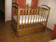 Детская кроватка с выдвижным ящиком (+ матрас)