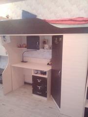 кровать-чердак со встроенным шкафом,  письменным столом и лестницей....